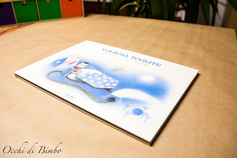 Via buio, togliti! Un libro di Hélène Gaudy, illustrazioni di Simone Rea - 2020