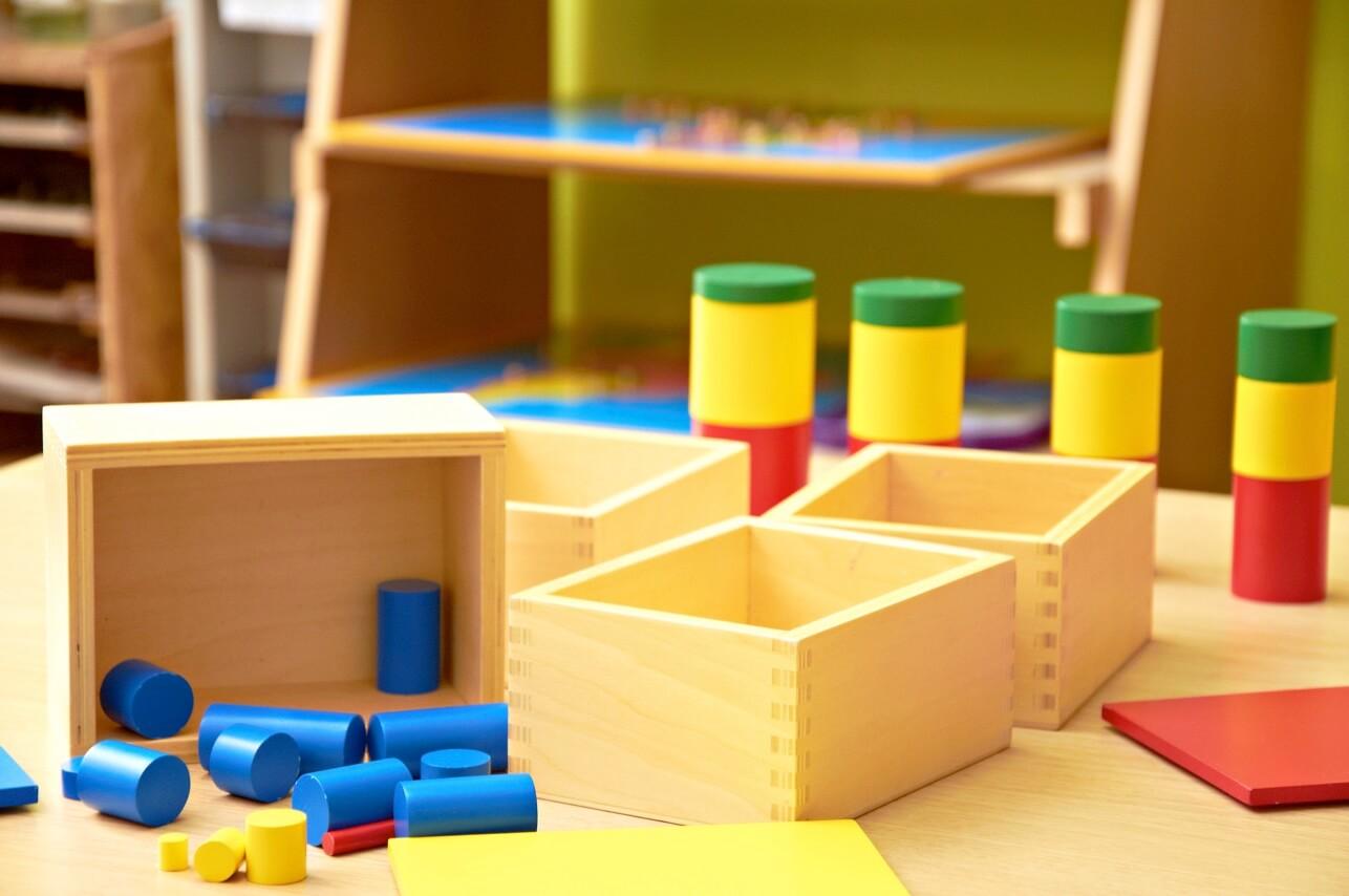 Metodo Montessori: far crescere bambini liberi e felici - 2020