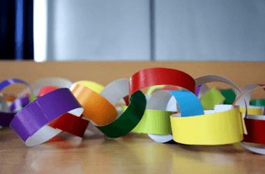 5 giochi per bambini da fare in casa 3 4 5 anni for Ghirlande di carta