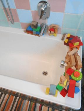 giocare in acqua bambini